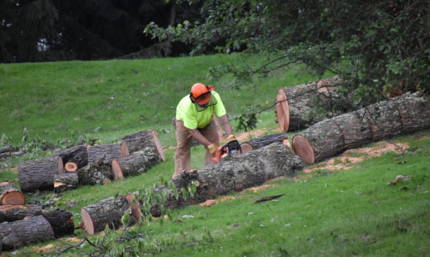 Volunteers answer call for help at golf course