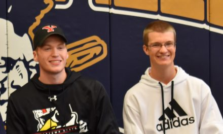 2 sign to play college golf