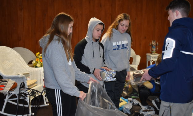 Basketball parents collect shoes for fundraiser