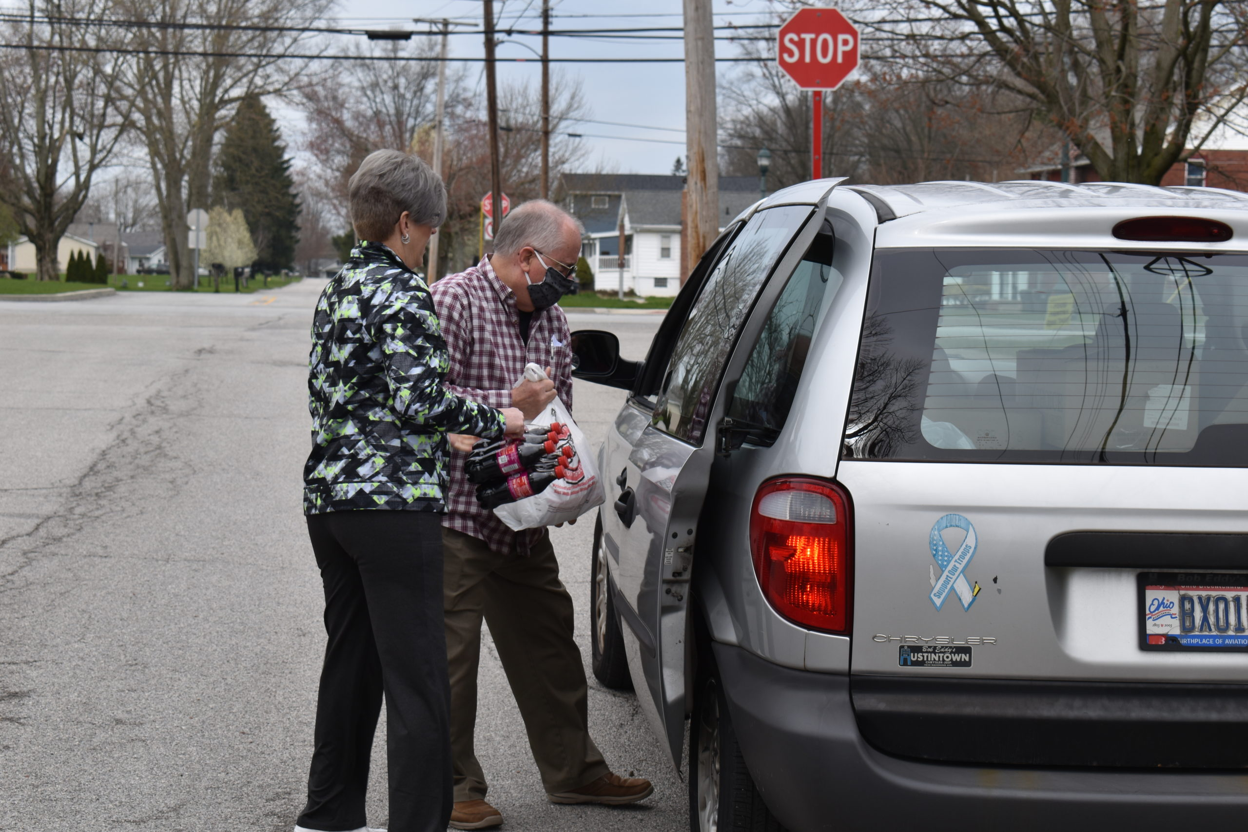 Stacia Pascale hands groceries to Pastor Dick Smith, who loads them for a client at the Brookfield United Methodist Church food pantry.
